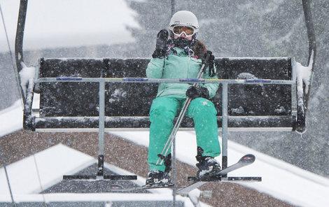 Silný vítr lyžařům na Špičáku nevadil.