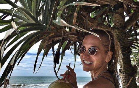 Dara Rolins je na Bali pomalu jako doma.