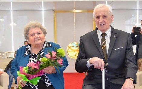 Po 65 letech znovu v obřadní síni jako nevěsta a ženich.