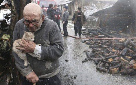Ničivý požár vypukl ve městě Ordu poté, co se Meşe snažil roztopit kamna v obýváku, aby si mohl uvařit.