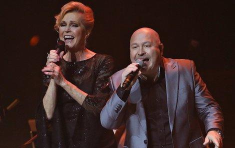 Autor Dlouhé noci Michal David si ze zpěvačkou také zazpíval.