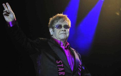 Britský zpěvák Elton John končí.