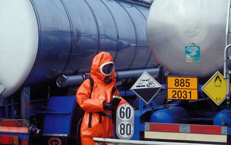 Z areálu dopravní firmy v Zedelgemu někdo ukradl cisternu obsahující 33 500 litrů chemikálií.
