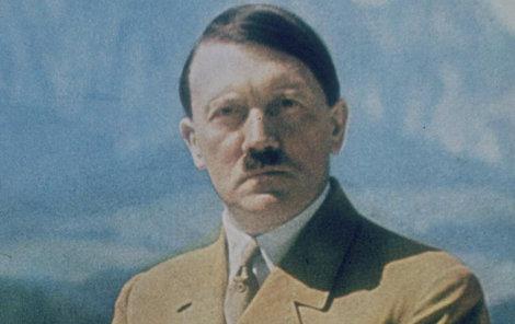 Nacististický vůdce Adolf Hitler (†56).