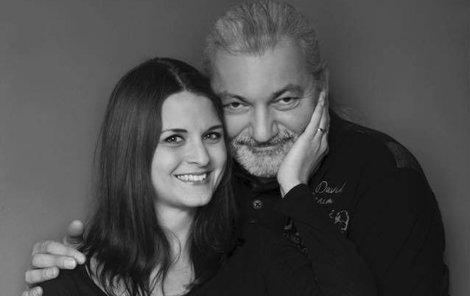 Danu Hůlkovi a jeho manželce se dnes narodila dcera.