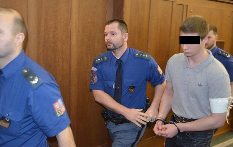 Za brutální ubití kamarádky z dětství Sabiny Č. (†26) poslal včera soud Patrika K. (22) na 20 let do kriminálu