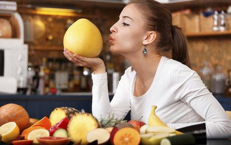 Některé potraviny mají tak málo kalorií, že víc energie vynaložíme na jejich strávení, než aby je tělo ukládalo.
