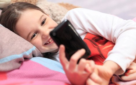 Čím dál víc dětí využívá sociální sítě ke komunikaci