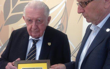 Senátora Františka Čubu (82, SPO) v horní komoře neviděli už od srpna 2016.