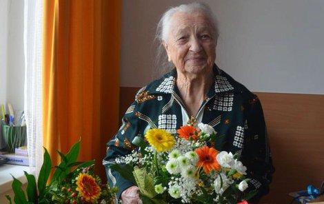 Hedvika dostala spoustu květin.