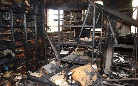 Zničeno bylo až 50 procent exponátů.