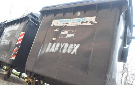 Nápis babybox na kontejneru.