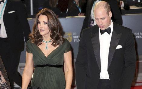 Kate kampaň nepodpořila a oblékla se do zelené.
