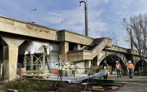 Most nyní podpírají, aby se na něj aspoň dočasně mohla vrátit MHD.
