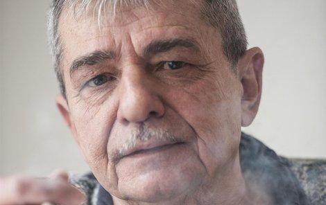 Písničkář Pavel Dobeš.