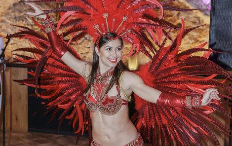 Veronika má ráda karnevalovou sambu a odjela se ji učit.
