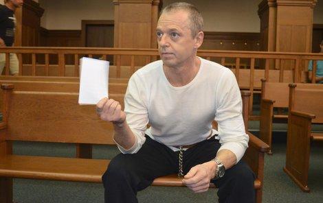 U soudu se Jaroslav Hájek tvářil suverénně.