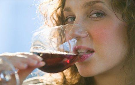 Pití červeného vína je dobré pro vaše dásně!