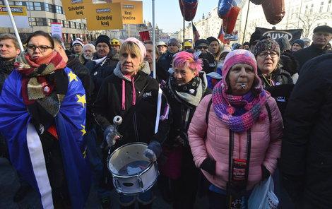 Protestovat přijely do Prahy i živnostníci.