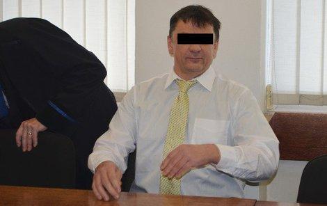 Strážník Pavel J. u soudu odmítl, že by zadrženého udeřil.