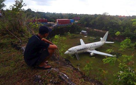 Podle leteckých serverů má jít o Boeing 737-200, jenž v letech 1983 až 2008 létal pro Mandala Airlines.