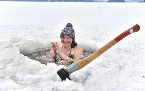Adéla Černá se každý den koupe v lipenské přehradě.