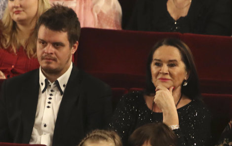 Hana Gregorová dorazila na premiéru muzikálu Kapeska s mladým zajíčkem.