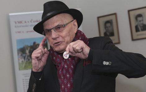 Odznak YMCA herec opatruje 73 let.