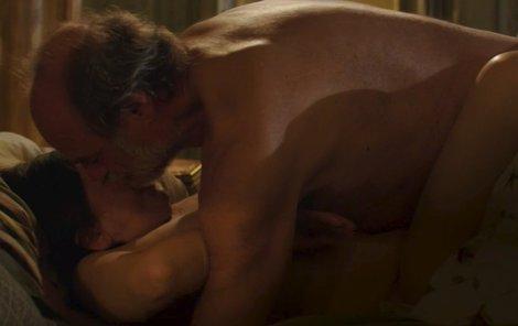 Scéna s nahými herci v pokročilém věku vzbudila vlnu ohlasu i kritiky.