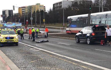 Tragická nehoda na Hostivařské, zemřeli tu dva lidé.