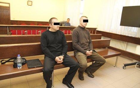 Strážníci Martin R. (vlevo) a Jaroslav B.