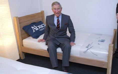 Pěkná postel, ale na cestu si raději beru vlastní.