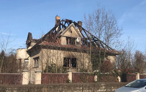 V tomto domě uhořeli dva lidé.