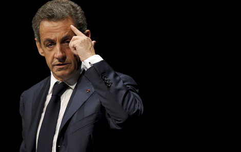 Do vážných problémů se dostal bývalý prezident Francie.