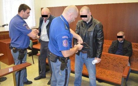 Tři narkomané z Třinecka vyrobili přes dvě kila pervitinu.