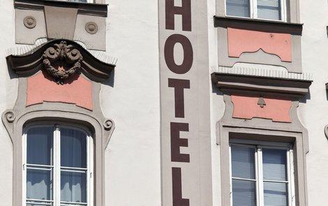 Za hotely muž neplatil.
