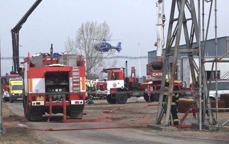 Na místě zasahovaly i záchranářské vrtulníky.