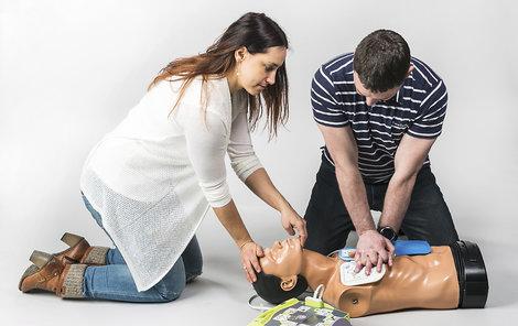 Resuscitace ve dvou za použití přístroje AED