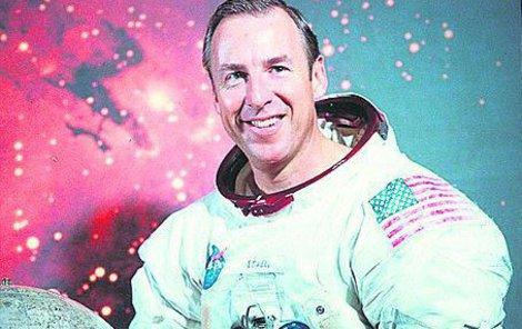 1970 Jim Lovell, eso mezi americkými astronauty před letem Apolla 13. Sotva mohl tušit, jaké drama podstoupí.