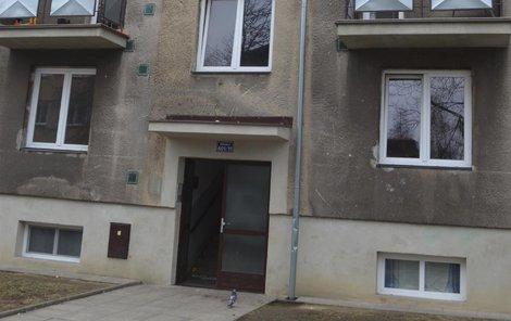 Dům, kde usmrcený muž bydlel v suterénu.
