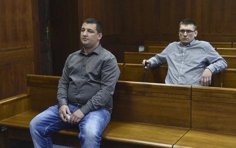 Vít Pospíšil (vlevo) si vyslechl trest, Jiří Procházka stále čeká.