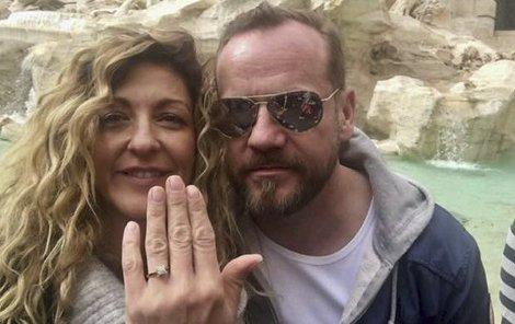 Filip Blažek požádal svou milou o ruku. V pátek se konečně vzali.