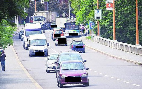 Takto vypadala doprava na Brněnském mostě každý den.
