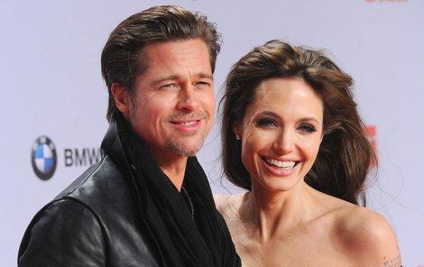 Angelina a Brad se setkali u advokáta.