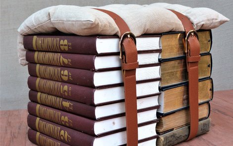 Stolička z knih