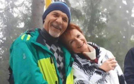S manželkou na túře, stále je vášnivým turistou.