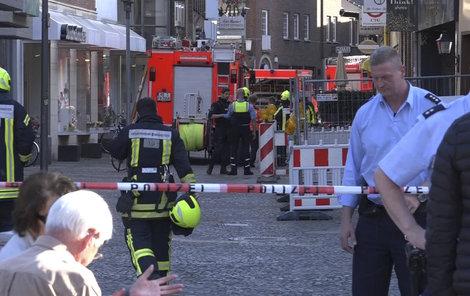 V německém městě Münster někdo najel do lidí sedících na zahrádce jedné restaurace v centru, incident má několik mrtvých. Pachatel spáchal sebevraždu.