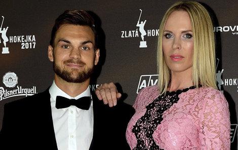 Hokejista Michael Frolík a modelka Diana Kobzanová