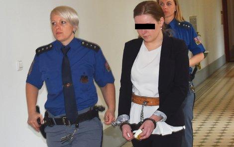 Kateřina M. (20) u Krajského soudu v Plzni.