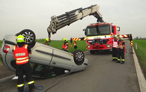 Kvůli nehodě musela být uzavřena silnice,